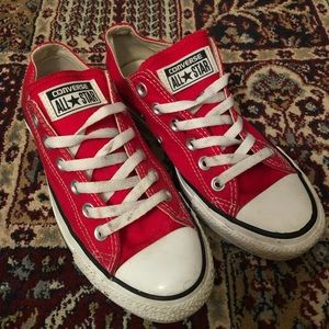 Red Lowtop Converse- Sz 7